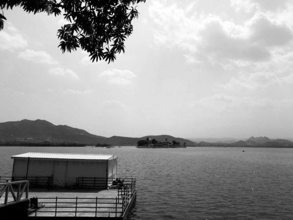 <span>Fateh Sagar Lake</span><i>→</i>