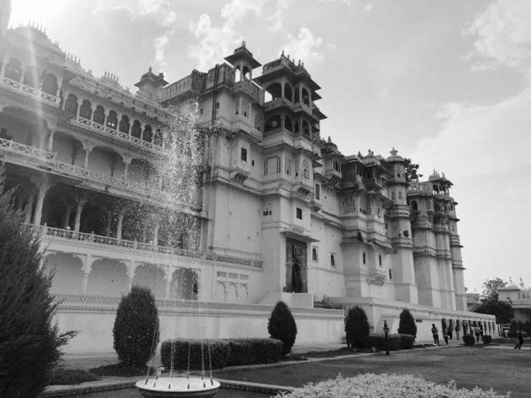 <span>City Palace, Udaipur</span><i>→</i>