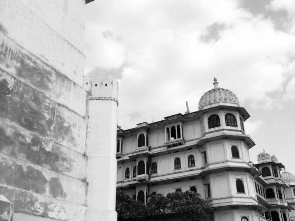 <span>Gate of Palace</span><i>→</i>